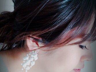 Pearl Showerピアス《オフホワイト》の画像