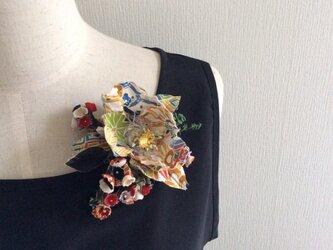布花 和風のコサージュの画像