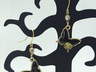 《送料無料》黒蝶と薔薇/ピアス イヤリング ノンホールピアス 樹脂の画像