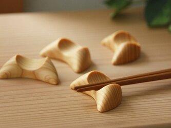 『受注製作』木の箸置き 三日月形 ひのきの画像