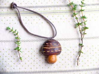 木製 きのこキーホルダー shimaの画像