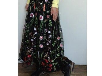再販 ボタニカルチュール刺しゅう ギャザースカート くろの画像