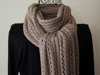 透かし編みのストール(カフェオレ)の画像