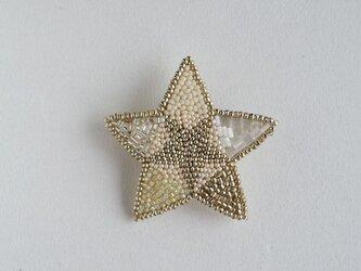 星のブローチの画像