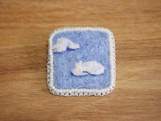 雲 ブローチ・白の画像