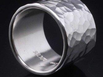 指輪 メンズ : 丸鎚目リング 17mm幅 20~30号の画像