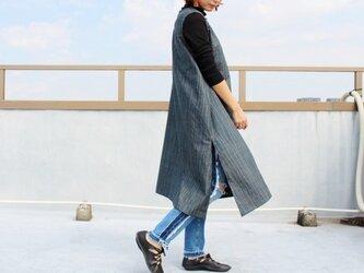 着物リメイク・藍色大島紬のスリット入りAラインワンピース(L)の画像