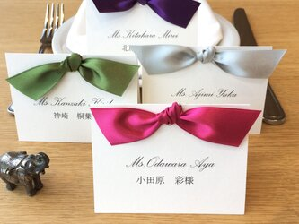 color simple knot place card 席札の画像