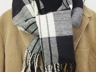 手織りマフラー 黒白チェックの画像