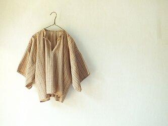 ラオス・ラハナム村の手織り布の四角いブラウスの画像