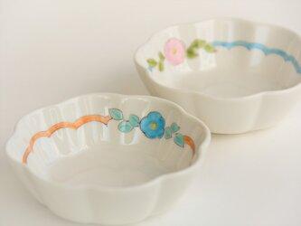 青いお花の花小鉢の画像