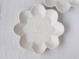 マカロンミルキーホワイト・花の皿-L-の画像