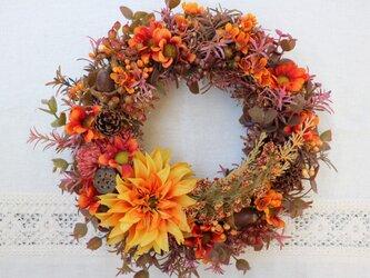 秋のリースの画像