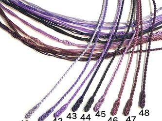 マクラメ編みネックレス紐【つる】パープル系の画像
