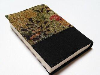 キモノ地のブックカバー(草花文様黒帯文庫本カバー)の画像