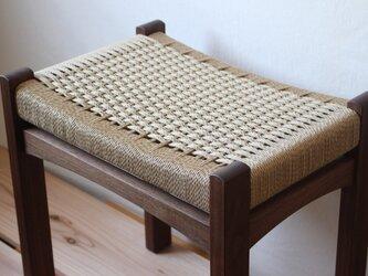編み座面のスツール (ウォールナット)の画像