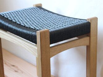 編み座面のスツール (クリ)の画像