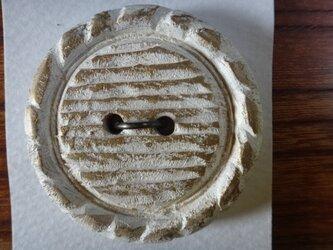 栃の木ペイントの大きなボタンの画像