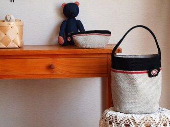 赤ラインのワンハンドルバッグ*ブローチ付の画像