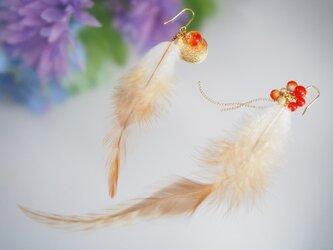 羽根のアシンメトリーピアスの画像