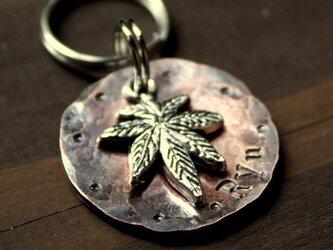 迷子札MD368 ヘンプの葉のチャーム付 銅製 2.5㎝ 犬用IDタグの画像