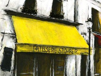 黄色いひさしのあるパティスリーの画像