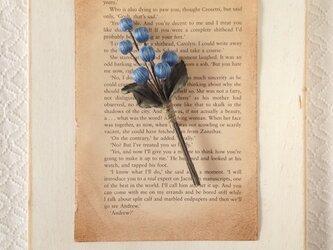 巻き玉の木の実コサージュ(ブルー)の画像