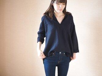 リネンレーヨンのシャツ ネイビーの画像