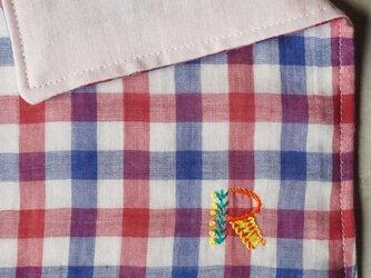手刺繍入り4重ガーゼハンカチ「イニシャルオーダー/赤チェック」[受注制作]の画像