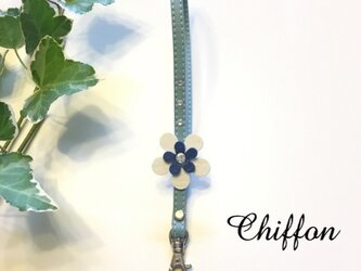 レザー調ハンドストラップ お花 スワロフスキー /light blueの画像