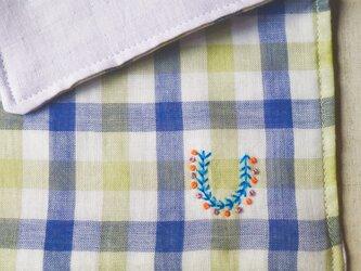 手刺繍入り4重ガーゼハンカチ「イニシャルオーダー/緑チェック」[受注制作]の画像