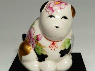 幸運と富の犬置物 「白磁上絵付牡丹図犬」の画像