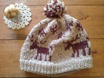 雪とトナカイ柄 (ベージュ)ぽんぽん帽子の画像