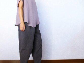シンプル、ボーイッシュなひざ立体パンツ(チャコールグレー)の画像