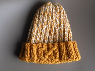 ゴム編みの帽子/マスタードの画像