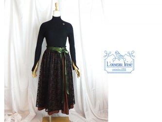 刺繍レースのスリットスカートの画像