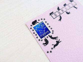 猫猫ちゃんと肉球あしあと切手枠はんこの画像