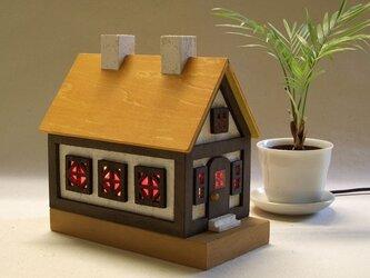 木とステンドグラス家のランプ★nh2★黄色い家根の画像