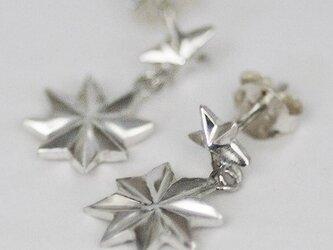 八芒星のピアス【送料無料】両面を装飾された星が揺れるピアスですの画像