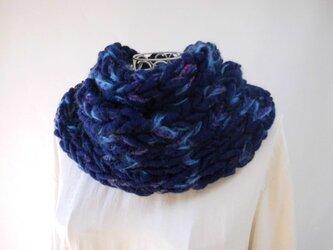 再出品・ふわふわ♪スヌード(日本の紺)_紺と紫・ふわりと丸まる幅広毛糸と、アルパカ入りモヘヤで暖か♪の画像