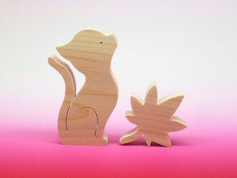 送料無料 木のおもちゃ 動物組み木 猫と楓あるいは紅葉の画像