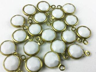 送料無料 ストーン ビーズ チャーム 金具 カン付 14mm 20個 ホワイト アクセサリー モチーフ (AP0007)の画像