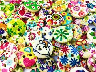 送料無料 ボタン 手芸  ウッド 木製 15mm 100個 花柄 ミックス ウッドボタン 2穴 カラフル 素材 AP0014の画像