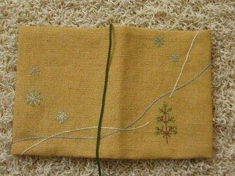 手刺繍・ブックカバー(冬の森⑦) の画像