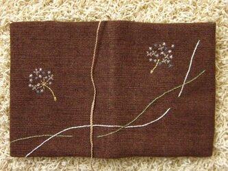 手刺繍・ブックカバー(たんぽぽ)の画像