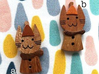 ウッドボタン 三角帽子の猫 キャットb B-1080の画像