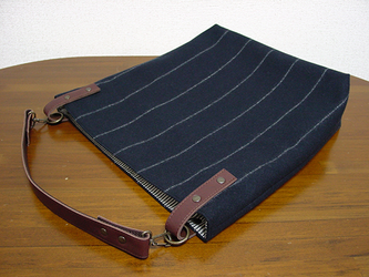 ☆受注製作☆ストライプウールのワンハンドルバッグ(紺×チョコ色革)の画像