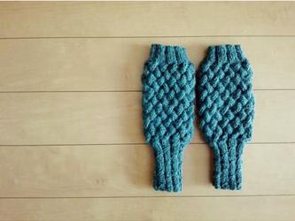バスケット編みのハンドウォーマー(テールグリーン)の画像