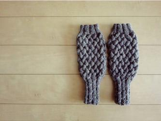 バスケット編みのハンドウォーマー(ブラウン)の画像