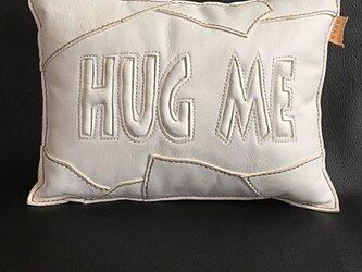 本革ぷっくりクッション「 HUG ME/white」の画像